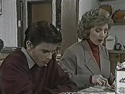 Todd Landers, Beverly Robinson in Neighbours Episode 1061