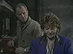Jim Robinson, Gloria Lewis in Neighbours Episode 1061