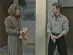 Beverly Marshall, Clive Gibbons in Neighbours Episode 1062