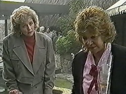 Beverly Marshall, Gloria Lewis in Neighbours Episode 1062