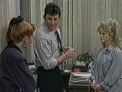 Melanie Pearson, Des Clarke, Sharon Davies in Neighbours Episode 1066