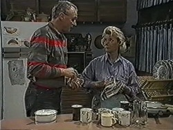 Jim Robinson, Helen Daniels in Neighbours Episode 1071