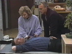 Des Clarke, Beverly Marshall, Jim Robinson in Neighbours Episode 1255