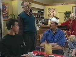 Paul Robinson, Harold Bishop, Des Clarke, Madge Bishop, Sky Mangel in Neighbours Episode 1255