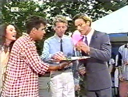 Gaby Willis, Mark Gottlieb, Curator, Hugh Heath-Brown in Neighbours Episode 2120