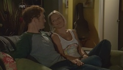 Greg Michaels, Steph Scully in Neighbours Episode 5686