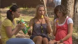 Sunny Lee, Donna Freedman, Bridget Parker in Neighbours Episode 5686