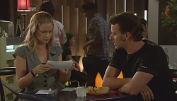 Elle Robinson, Lucas Fitzgerald in Neighbours Episode 5688