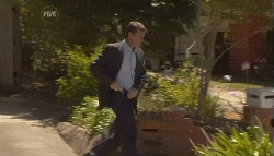 Paul Robinson in Neighbours Episode 5689