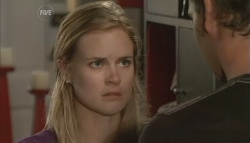 Elle Robinson, Lucas Fitzgerald in Neighbours Episode 5690