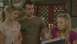 Elle Robinson, Lucas Fitzgerald, Donna Freedman in Neighbours Episode 5692