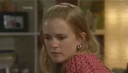 Elle Robinson in Neighbours Episode 5692