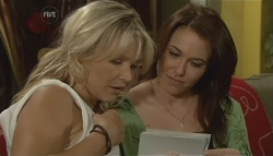 Steph Scully, Libby Kennedy in Neighbours Episode 5698