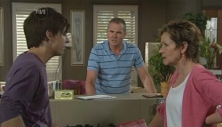 Zeke Kinski, Karl Kennedy, Susan Kennedy in Neighbours Episode 5718