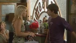 Steph Scully, Zeke Kinski in Neighbours Episode 5718