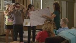 Donna Freedman, Declan Napier, Kate Ramsay, Rebecca Napier, Miranda Parker, Bridget Parker, Steve Parker in Neighbours Episode 5723