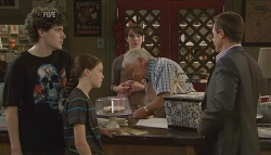 Harry Ramsay, Sophie Ramsay, Kate Ramsay, Lou Carpenter, Paul Robinson in Neighbours Episode 5724