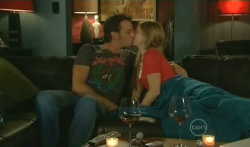 Lucas Fitzgerald, Elle Robinson in Neighbours Episode 5727