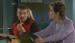 Toadie Rebecchi, Susan Kennedy in Neighbours Episode 5733