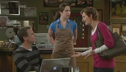 Paul Robinson, Kate Ramsay, Susan Kennedy in Neighbours Episode 5734