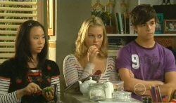Sunny Lee, Donna Freedman, Zeke Kinski in Neighbours Episode 5736