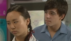Sunny Lee, Zeke Kinski in Neighbours Episode 5742