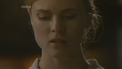Elle Robinson in Neighbours Episode 5743