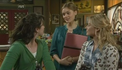 Kate Ramsay, Amanda Fowler, Donna Freedman in Neighbours Episode 5744
