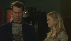 Lucas Fitzgerald, Elle Robinson in Neighbours Episode 5749