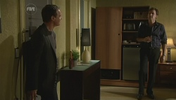 Paul Robinson, Johnno Brewer in Neighbours Episode 5752