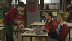Zeke Kinski, Sunny Lee, Donna Freedman in Neighbours Episode 5753