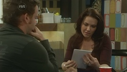 Lucas Fitzgerald, Libby Kennedy in Neighbours Episode 5757