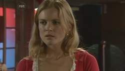 Elle Robinson in Neighbours Episode 5757