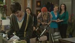 Zeke Kinski, Sunny Lee, Donna Freedman, Susan Kennedy, Libby Kennedy in Neighbours Episode 5758