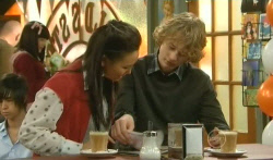 Sunny Lee, Robin Hester in Neighbours Episode 5785