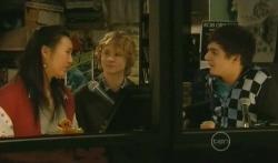Sunny Lee, Robin Hester, Zeke Kinski in Neighbours Episode 5785