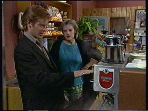Clive Gibbons, Daphne Clarke in Neighbours Episode 0376