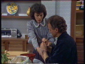 Jim Robinson, Ruth Wilson in Neighbours Episode 0376