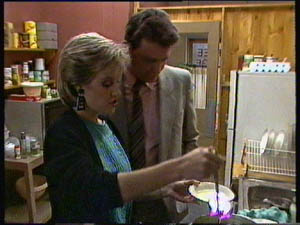 Des Clarke, Daphne Clarke in Neighbours Episode 0376