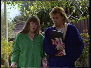 Nikki Dennison, Scott Robinson in Neighbours Episode 0377