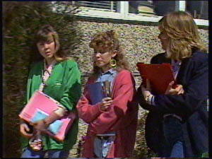 Jane Harris, Charlene Mitchell, Nikki Dennison in Neighbours Episode 0377