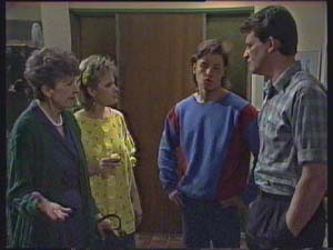 Des Clarke, Daphne Clarke, Nell Mangel, Mike Young in Neighbours Episode 0379