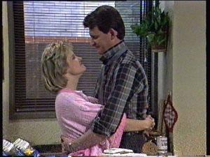 Daphne Clarke, Des Clarke in Neighbours Episode 0380