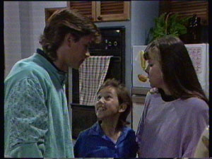 Mike Young, Lucy Robinson, Nikki Dennison in Neighbours Episode 0382