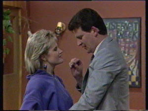 Daphne Clarke, Des Clarke in Neighbours Episode 0383