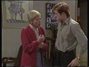 Eileen Clarke, Clive Gibbons in Neighbours Episode 0383