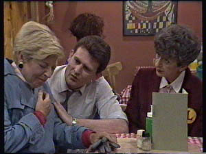 Eileen Clarke, Des Clarke, Nell Mangel in Neighbours Episode 0384