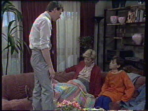 Des Clarke, Eileen Clarke, Lucy Robinson in Neighbours Episode 0384