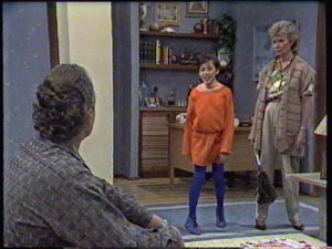 Jim Robinson, Lucy Robinson, Helen Daniels in Neighbours Episode 0384