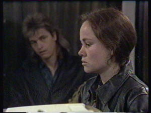 Shane Ramsay, Kelly Morgan in Neighbours Episode 0384